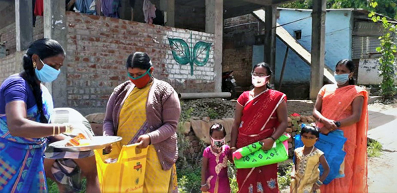 Help Kids India organizing food distribution